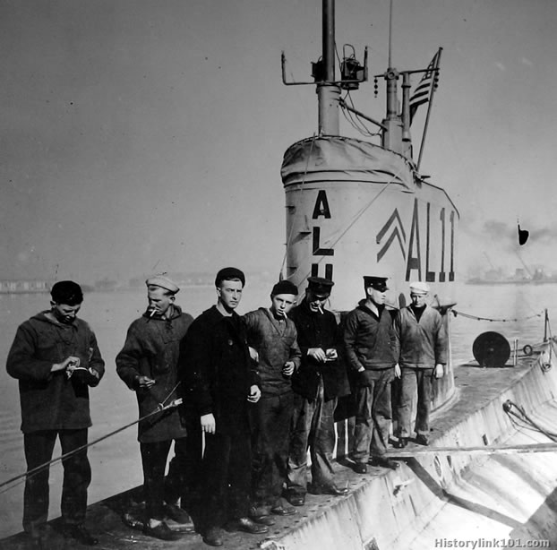 Submarines of the United States Navy Subs from around the World War II era