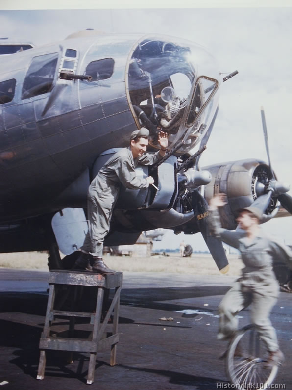 O To Ww Bing Com25 30: Color Pictures Of World War II Plane Maintenance, Royalty Free
