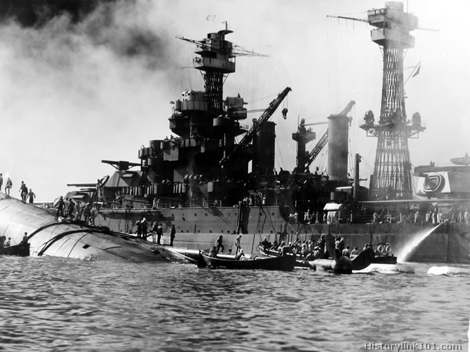 the events following the 1941 pearl harbor attack on us by japanese planes Following the attack of december 7th 1941 japanese planes flew over the pearl harbor naval base in hawaii immediately after the attack, us animosity toward.